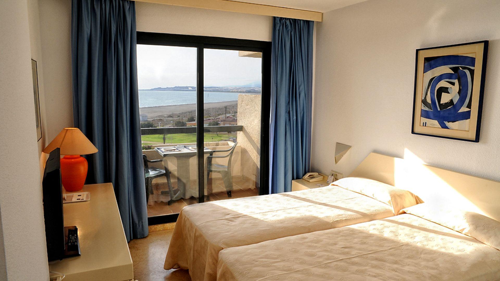 Hotel almerimar resort andaluzja costa almeria hiszpania for Habitaciones de hotel para 5 personas