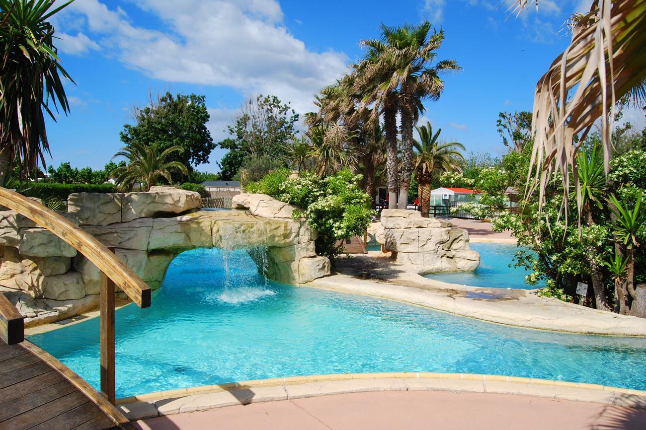 Hotel le petit mousse lazurowe wybrze e francja for Camping a marseillan plage avec piscine