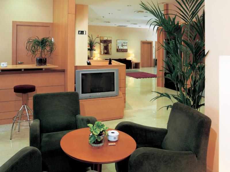 Hotel nh la maquinista barcelona hiszpania for La maquinista parking