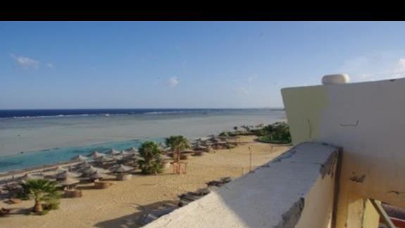 Widok z dachu na plaze hotelowa